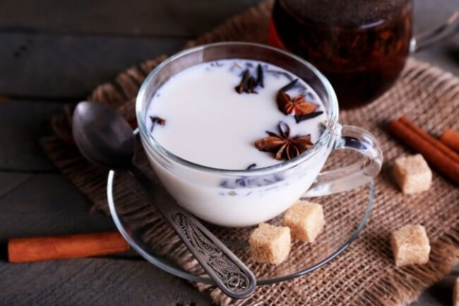 пряный чай-латте